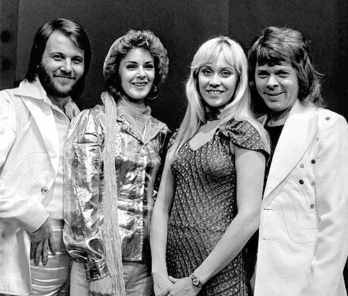 ABBA_-_TopPop_1974_5.png